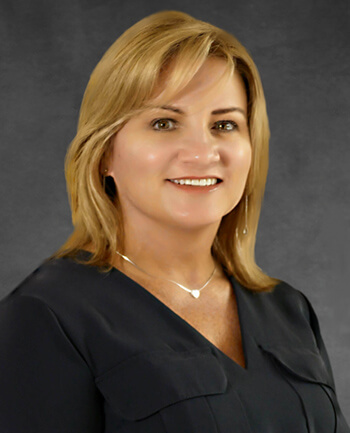 Headshot of Lynn  Hughes