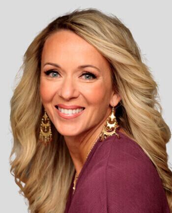 Headshot of Jennifer Queen