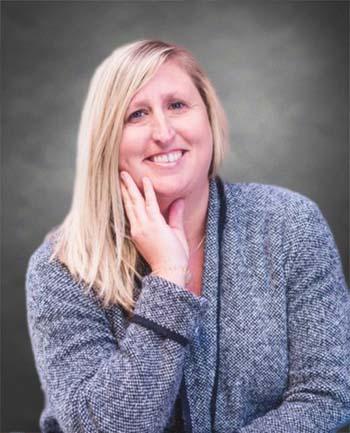 Headshot of Lora Calderin