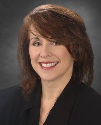 Headshot of Lynn Devin