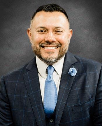 Headshot of Carlos Flores