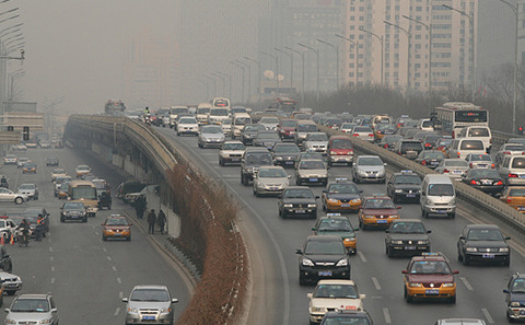 中国媒体质问北京政府为何没能实施雾霾应对预案