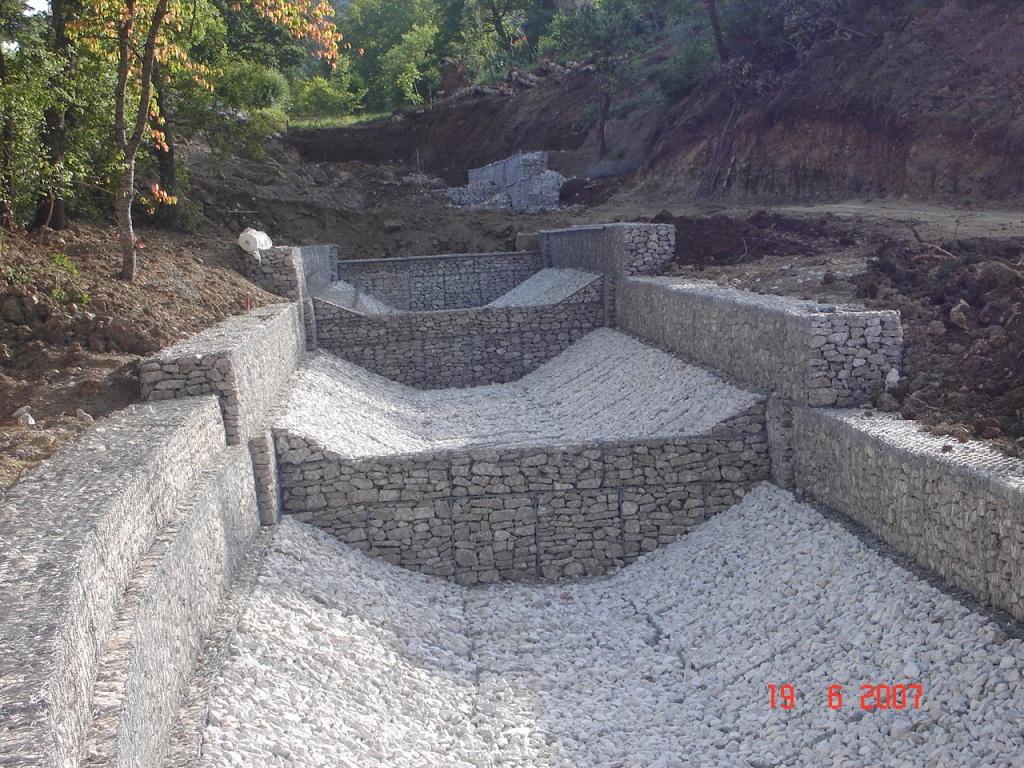 Muri Di Sostegno In Gabbioni.Opere Di Contenimento Gabbionate E Muri Cellulari A Gabbia