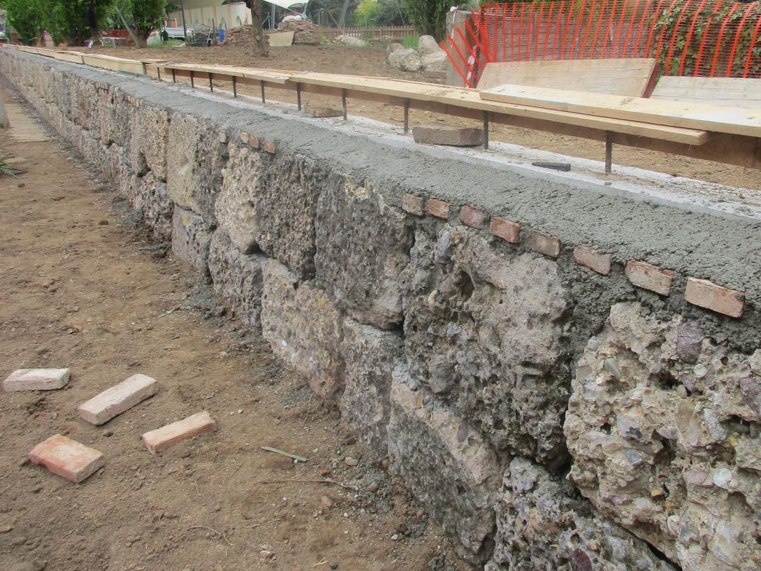 Come Abbattere Un Muro rapporti di vicinato: il muro di cinta