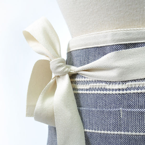 Cafe Apron - Amana Weave Navy/Natural