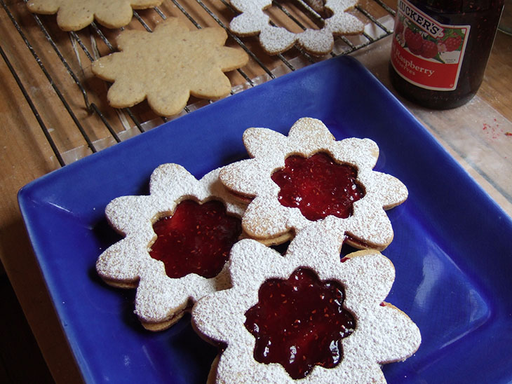 Blog Berry Linzer Cookies