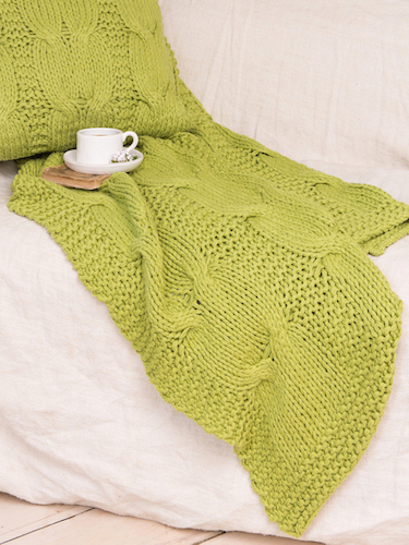 Green Comfy Cable Throw