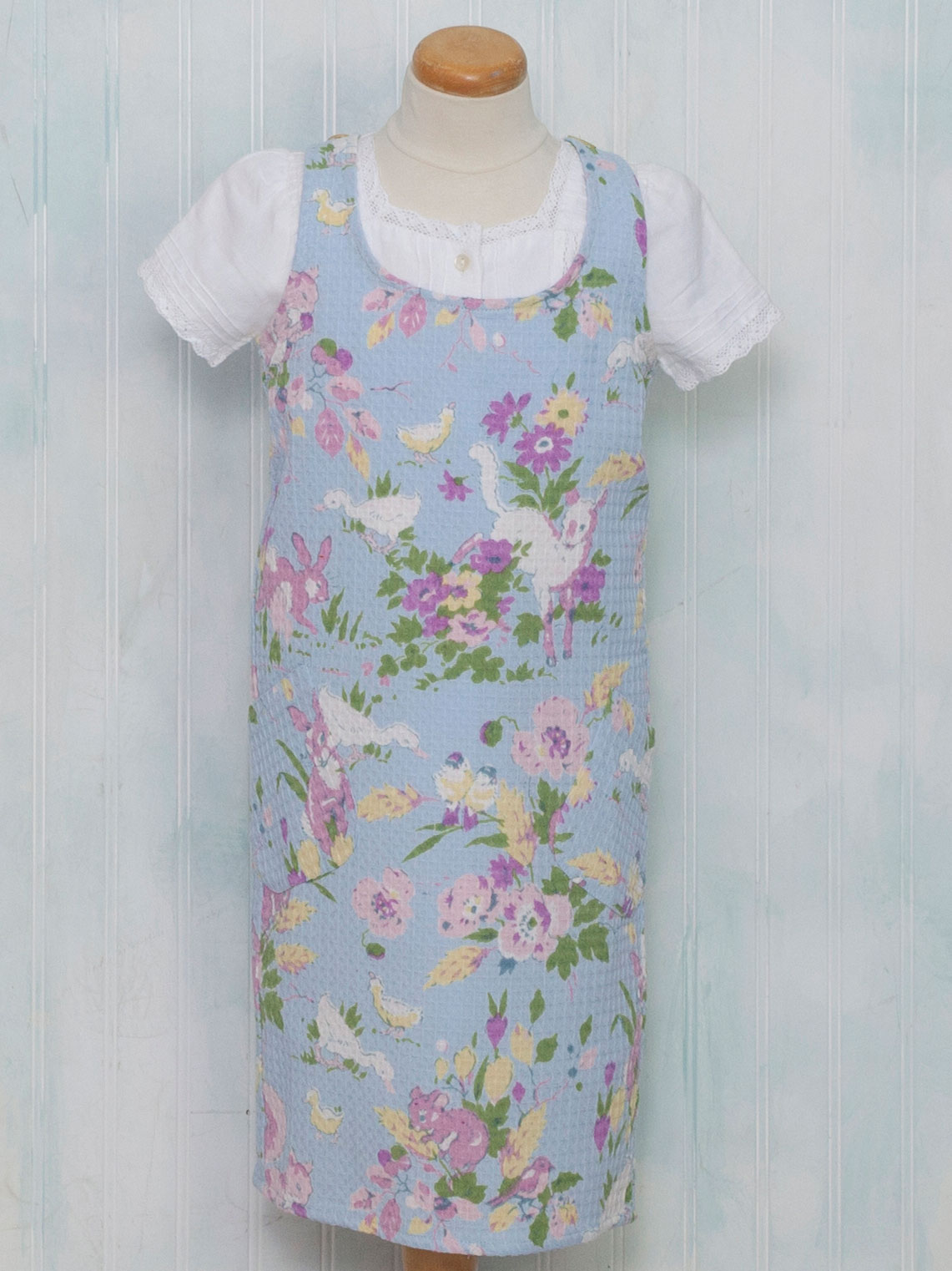Friendly Honeycomb Kids Apron | Attic Sale, Linens & Kitchen Attic ...
