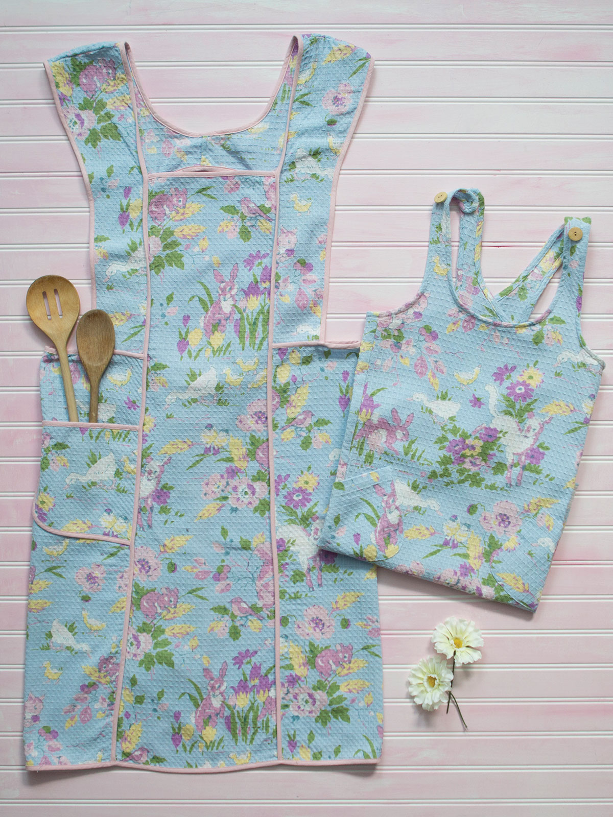 Friendly Mommy and Me Aprons | April\'s Attic Sale, Linens & Kitchen ...