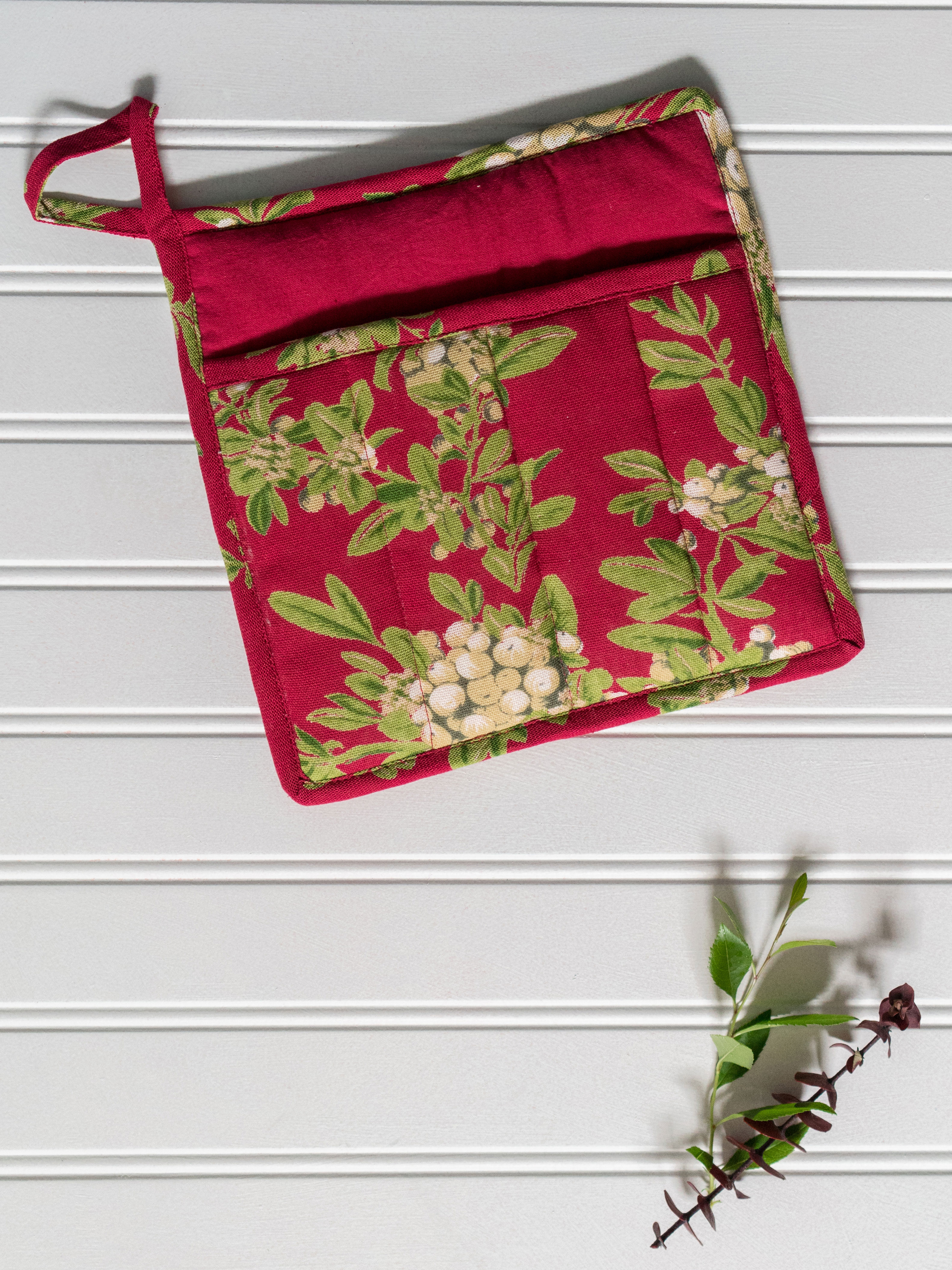 Mistletoe Pocket Potholder