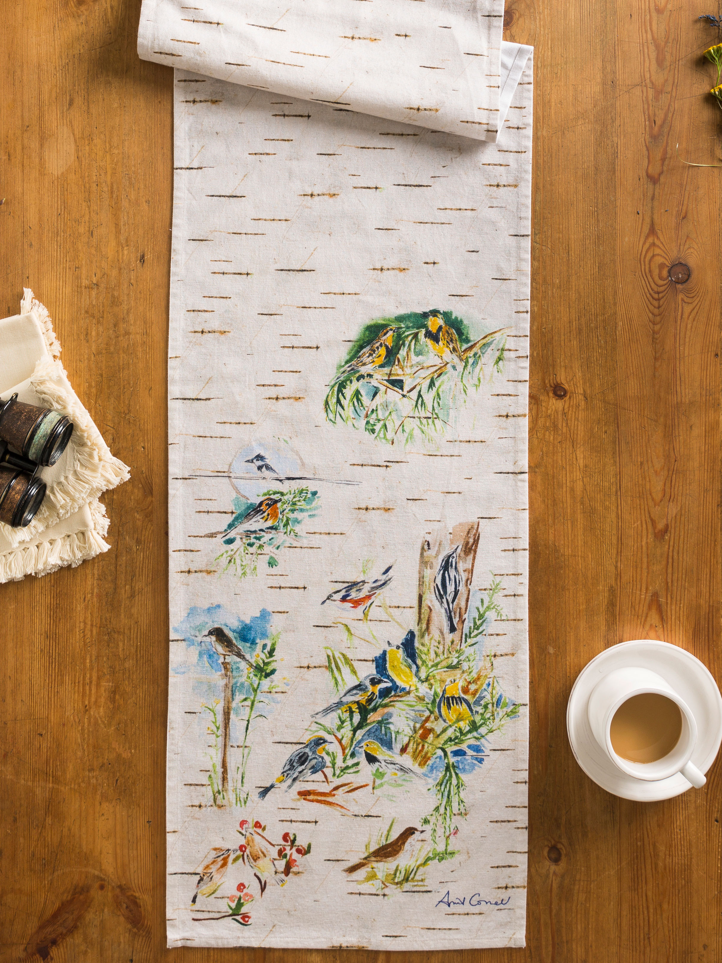 Superbe Boreal Birch Birds Table Runner