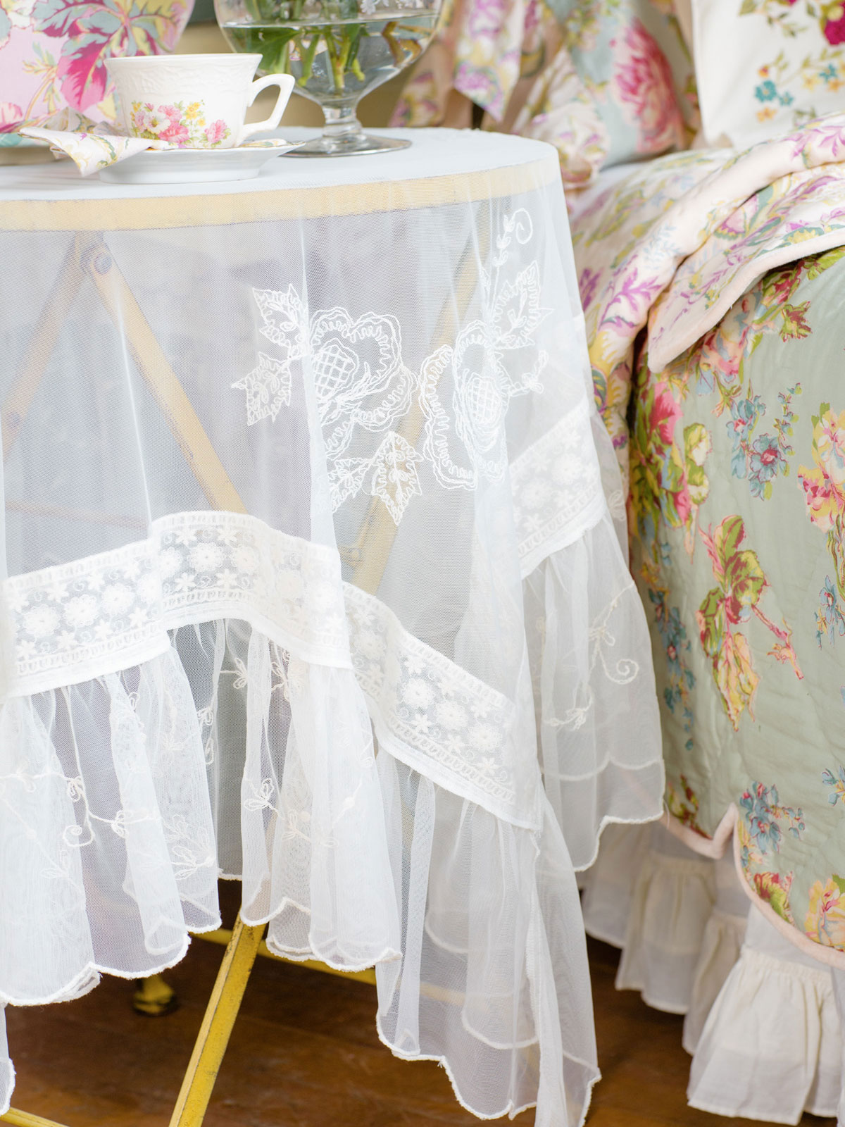 Angelic Embroidered Tablecloth Linens Amp Kitchen