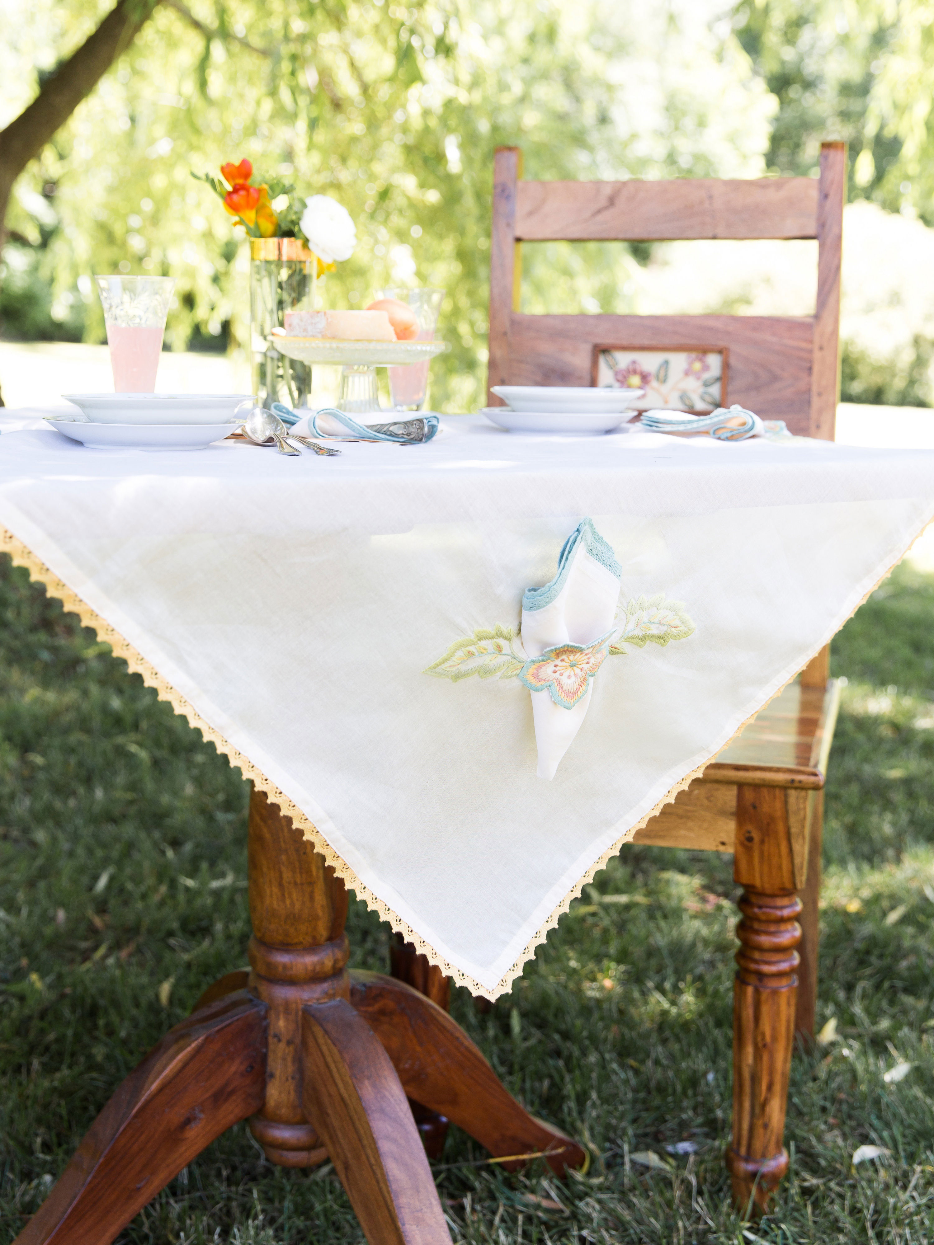 Bridge Party Embroidered Tablecloth Set Linens Amp Kitchen