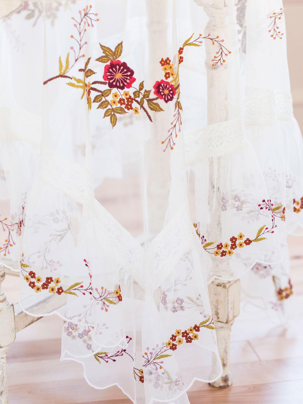 Juliette's Emb Topper Cloth