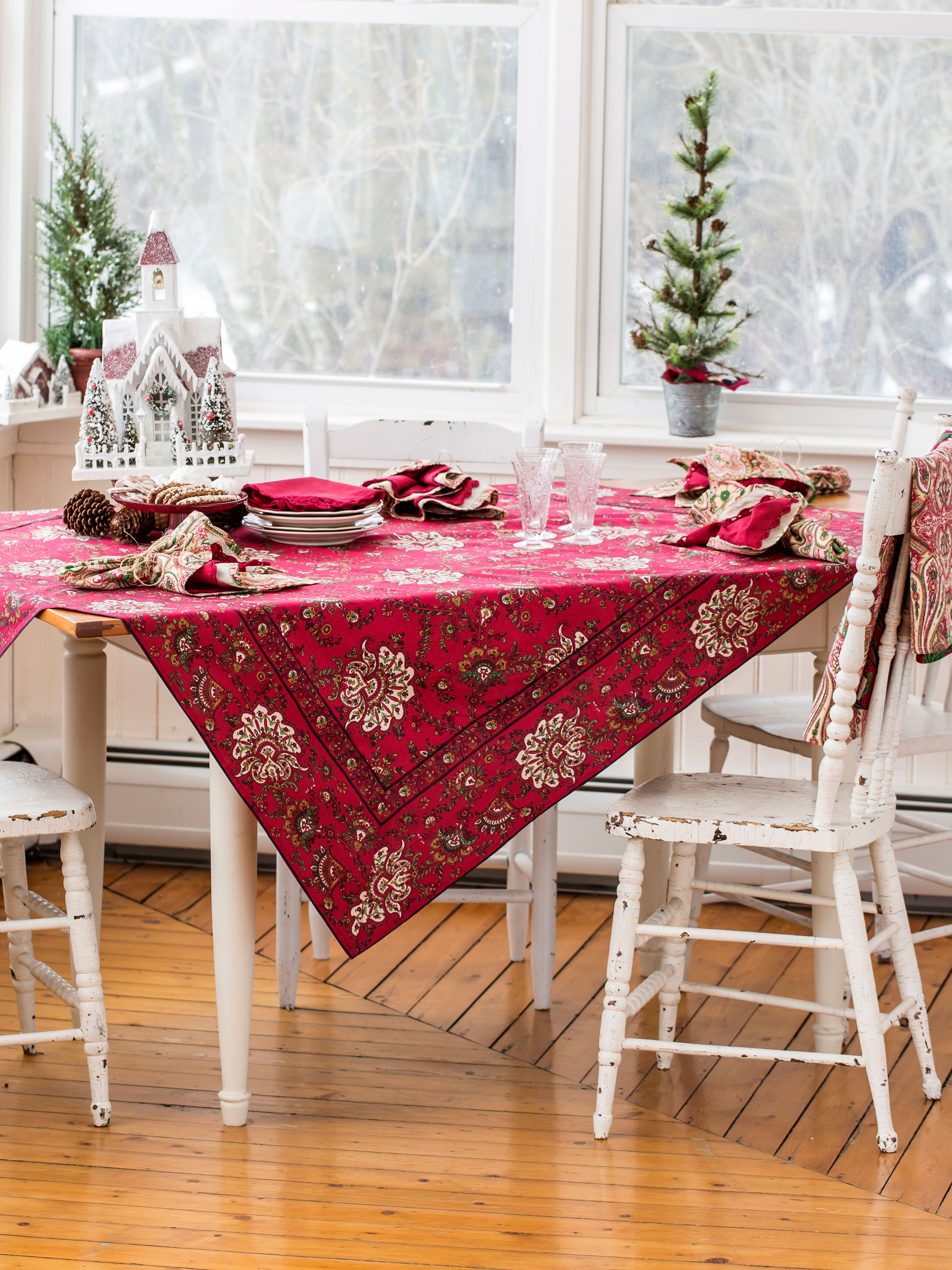 Empress Paisley Tablecloth Kitchen Amp Table Linens