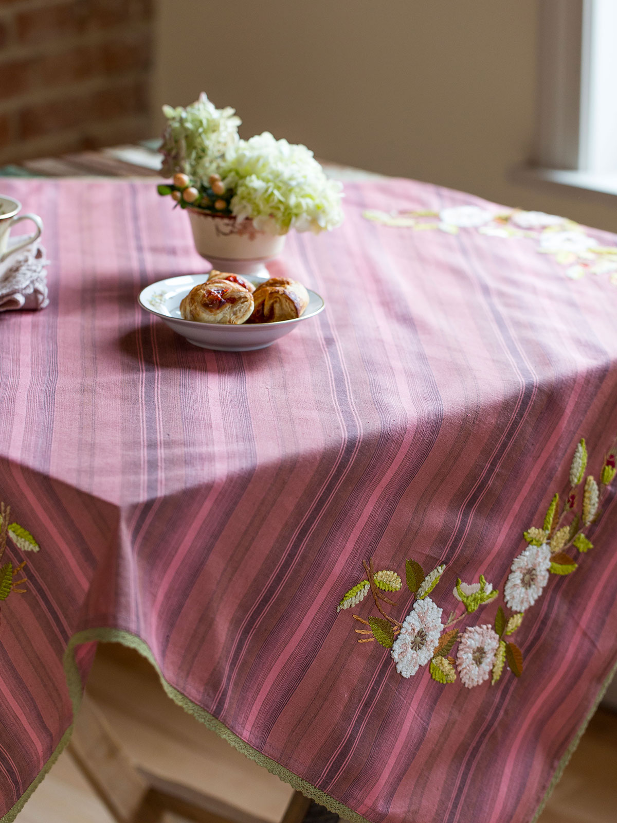 Tea Rose Emb Topper Cloth