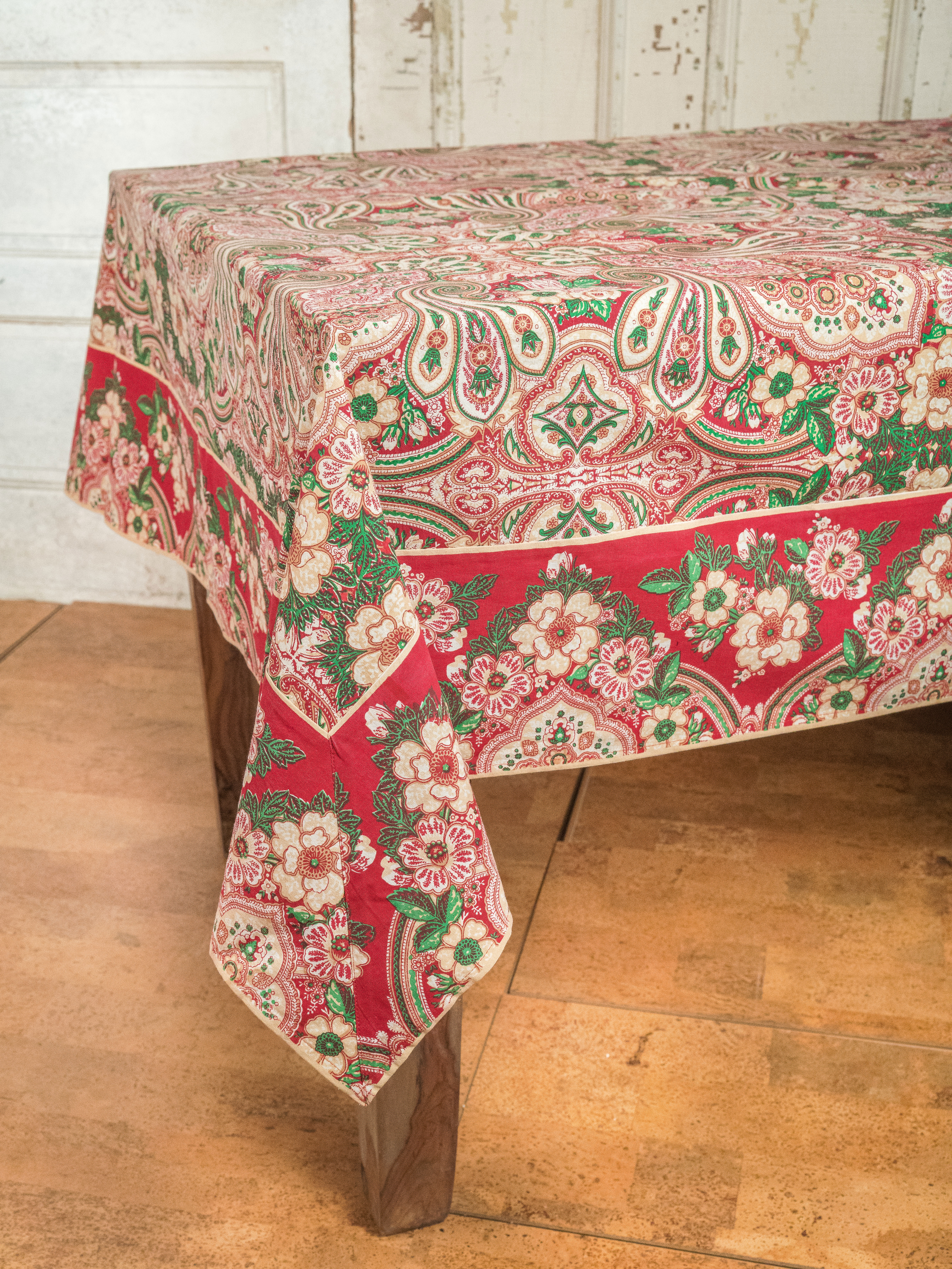 Incroyable Kashmere Paisley Tablecloth