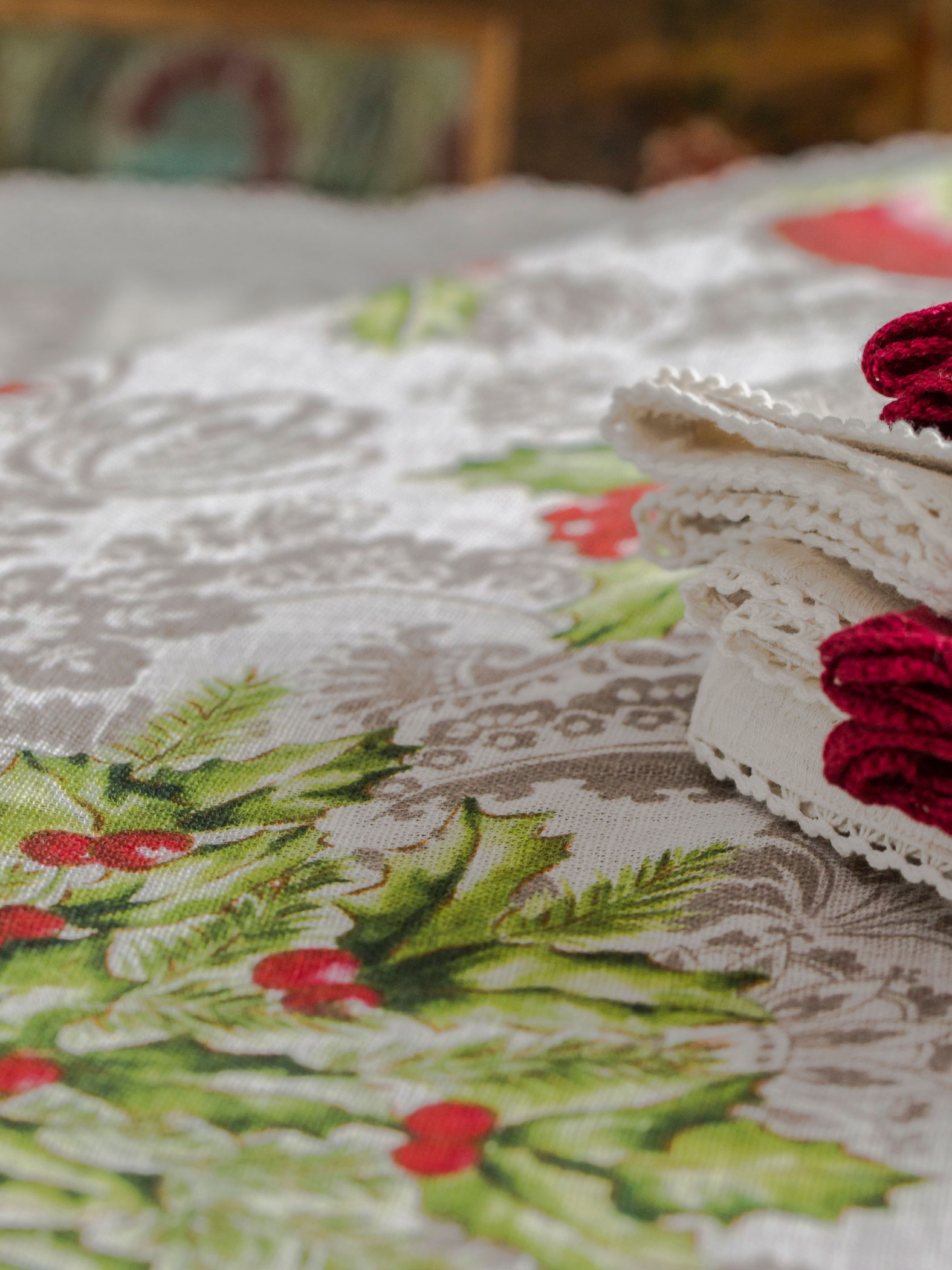 Deck the Holly Linen Tablecloth