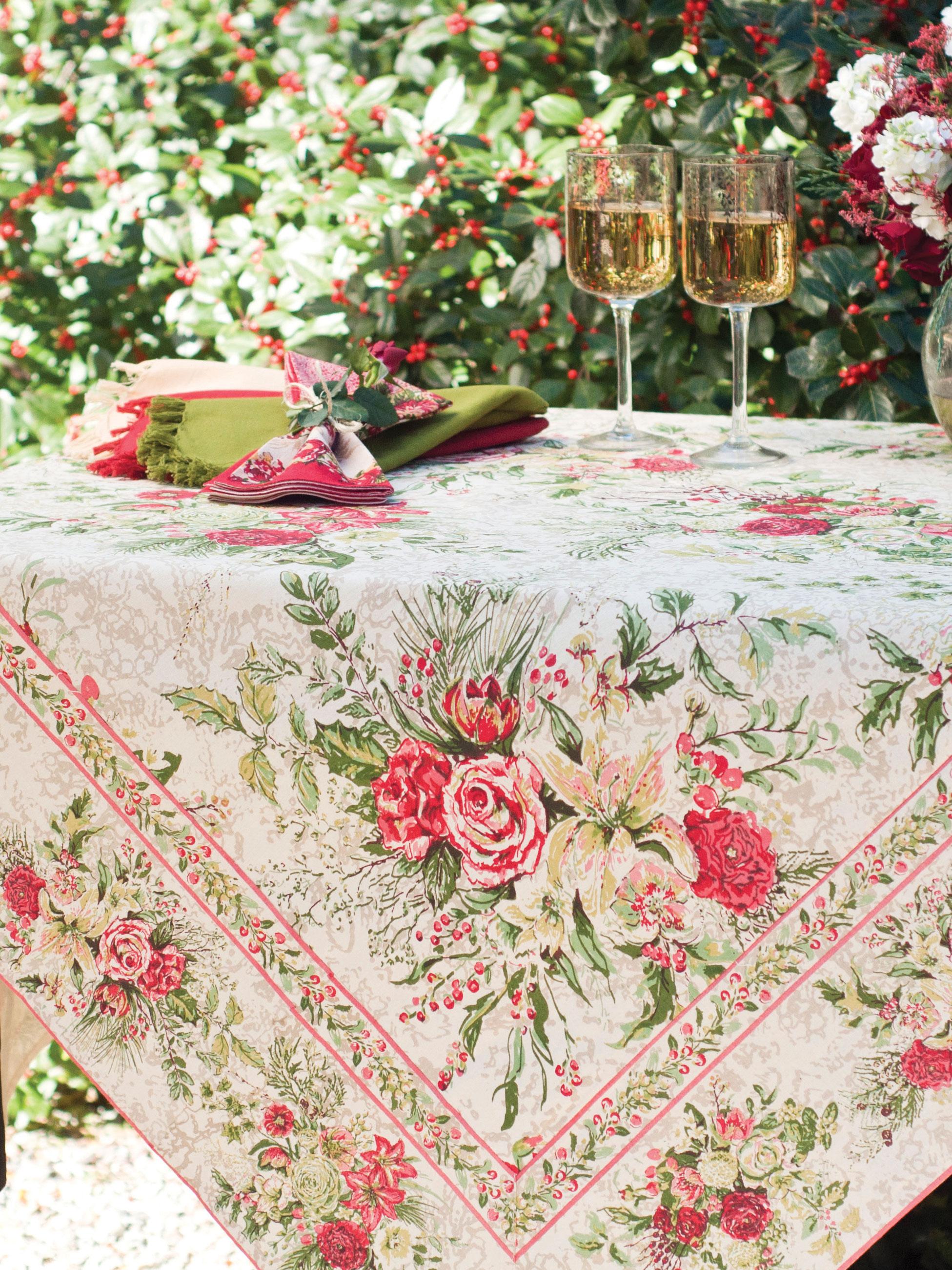 Timeless Kitchen Designs Merry Tablecloth Antique Attic Sale Linens Amp Kitchen