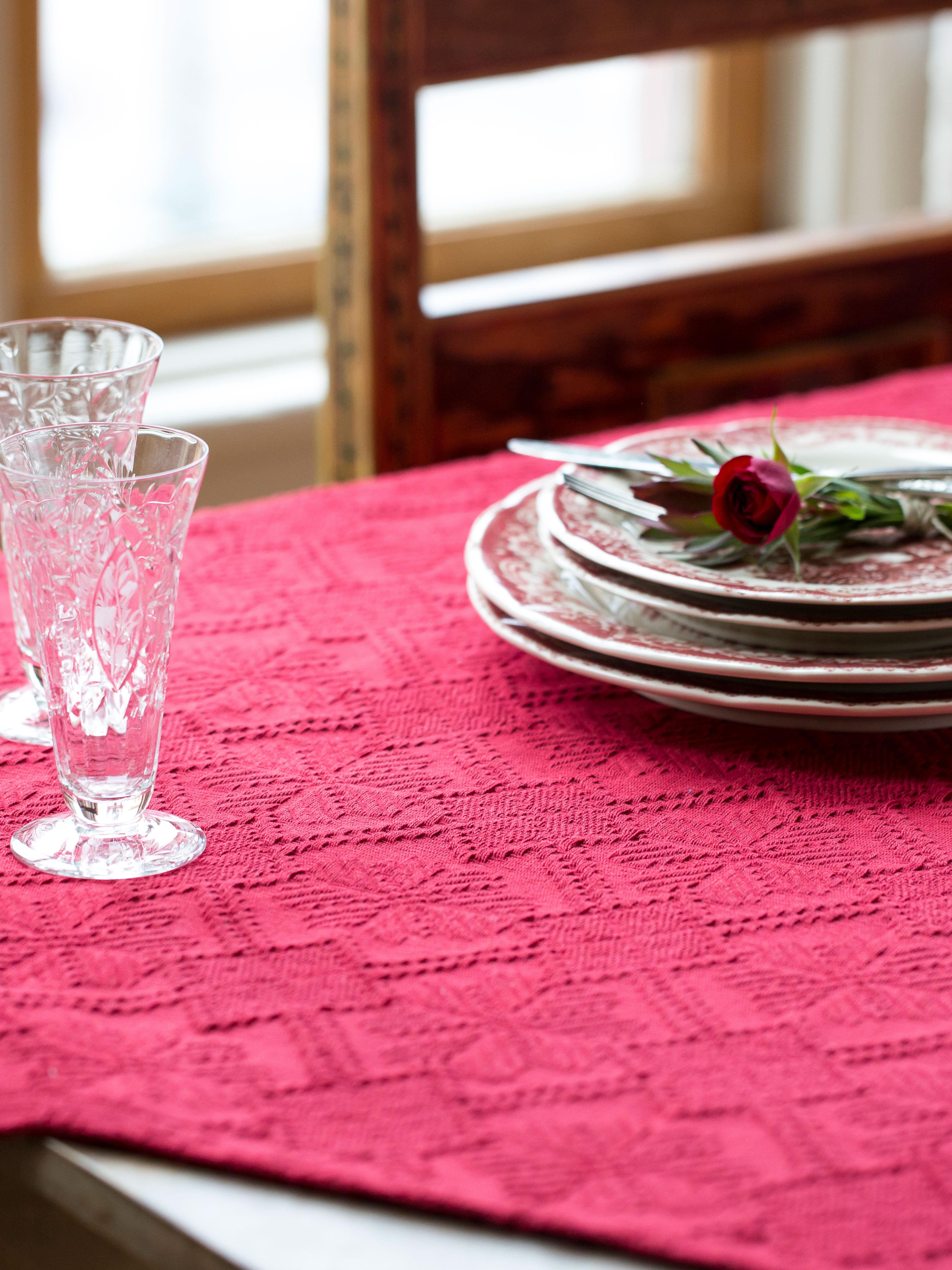 Superbe Homespun Matelasse Tablecloth