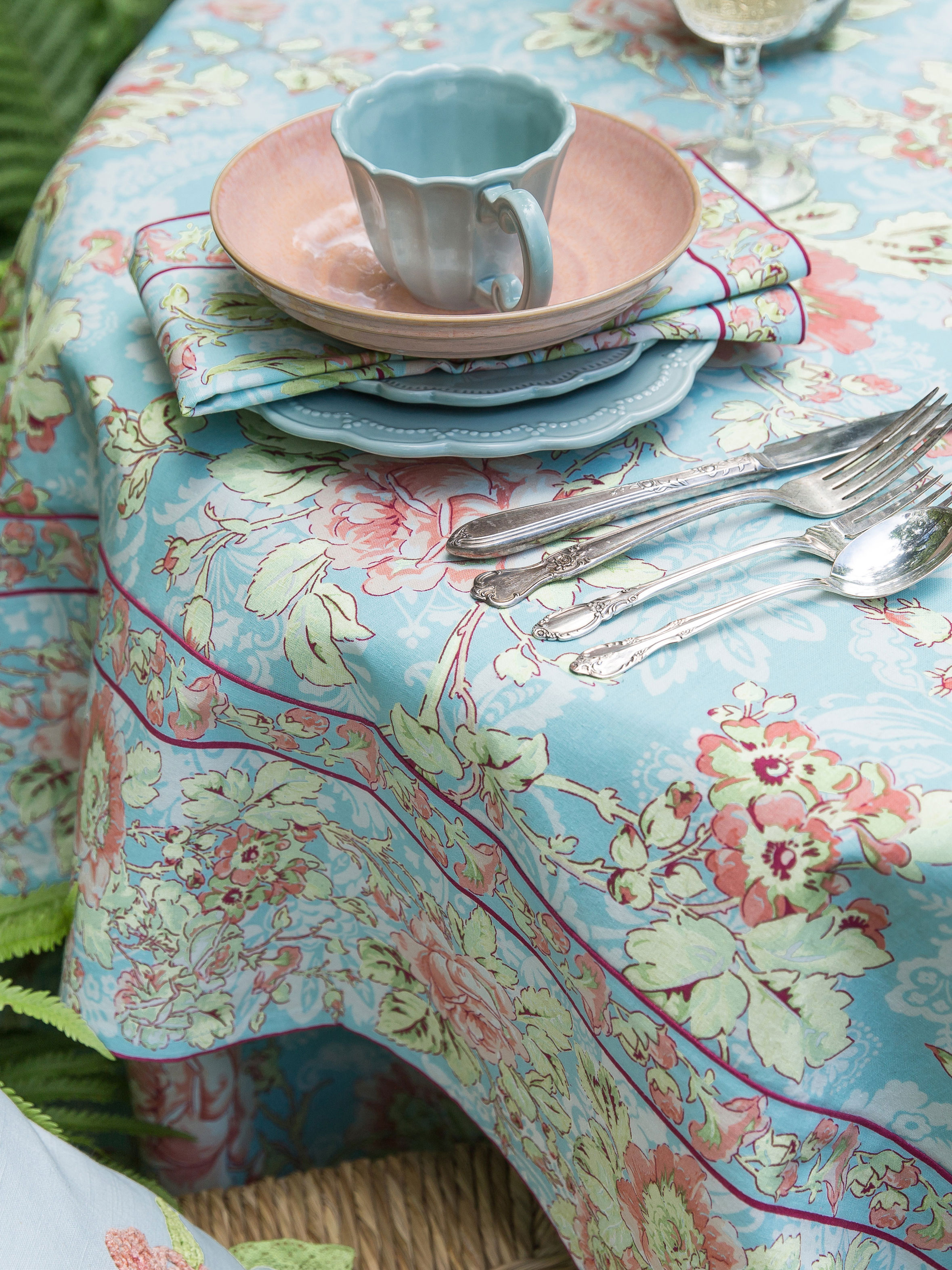 Tea Rose Tablecloth | April\'s Attic Sale, Linens & Kitchen Attic ...