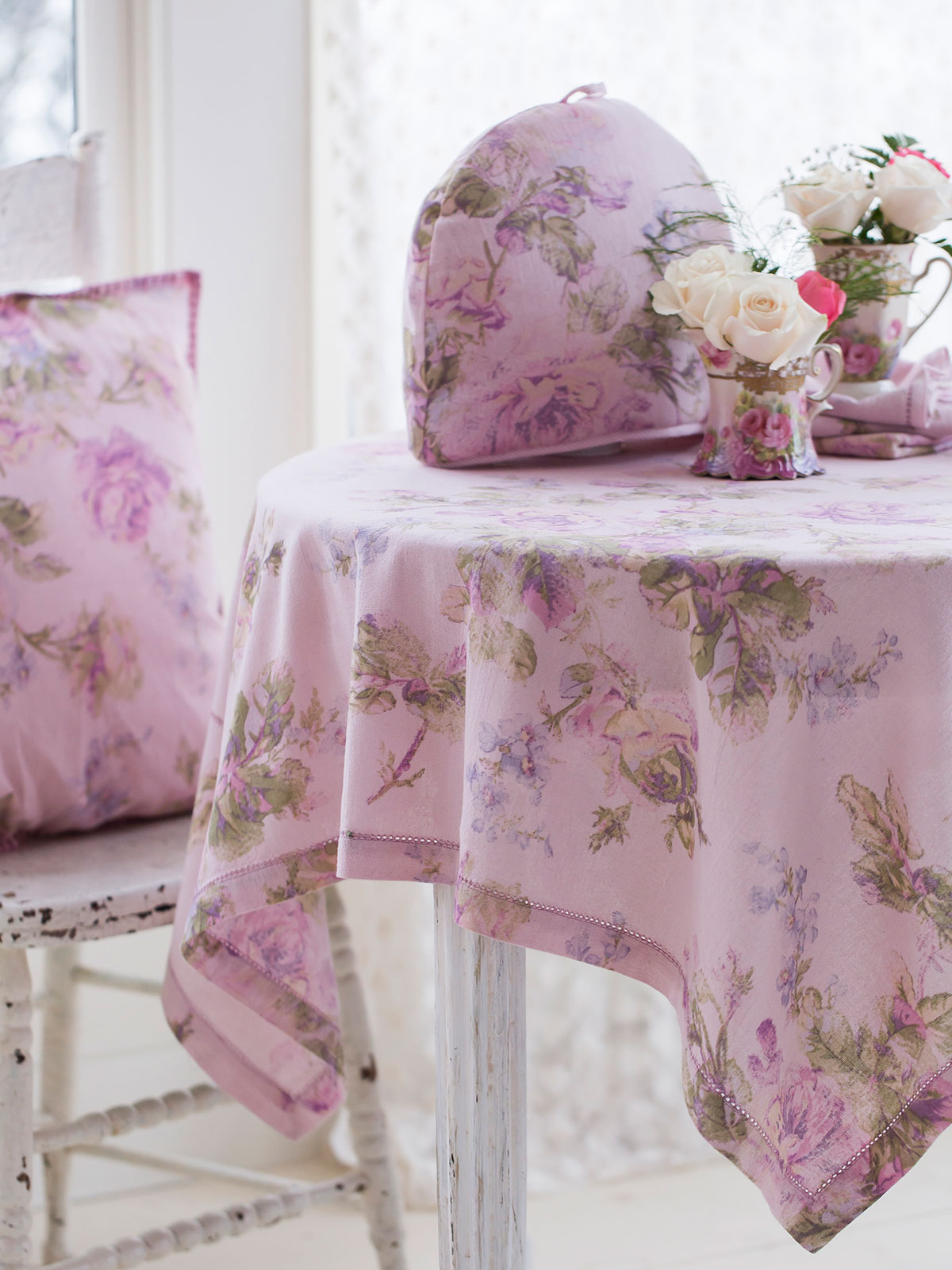 Alternate2 · Victorian Rose Tablecloth