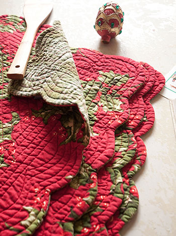 Holly Quilted Rectangular Placemat