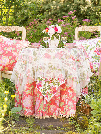 Glorious Garden Layered Table Set