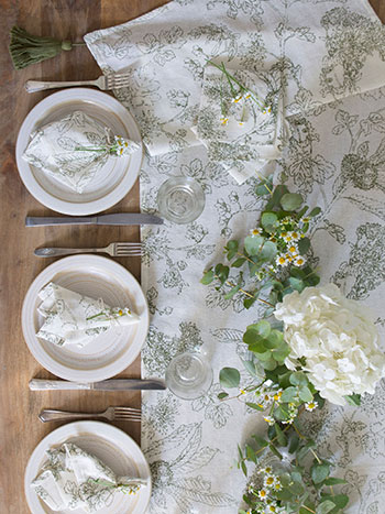 Chestnut Farmhouse Table Set