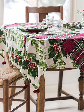 Jolly Holly Layered Table