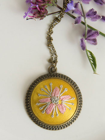 Vintage Strawflower Necklace