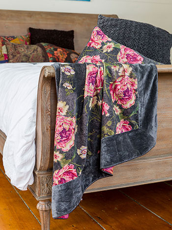 Rose Nouveau Velvet Throw
