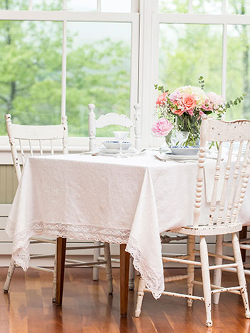 Luxurious Linen Jacquard Tablecloth - Ivory