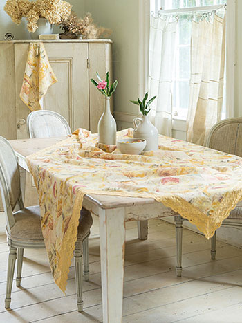 Beckoning Bocas Linen Tablecloth