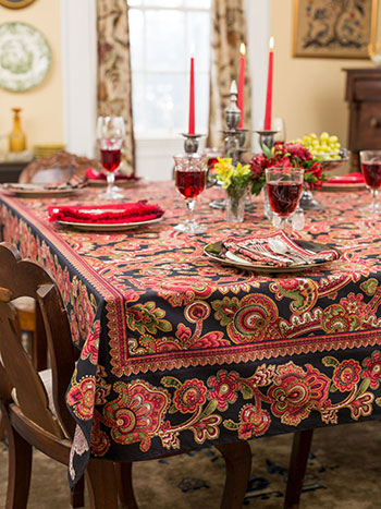 Queen's Court Tablecloth - Black