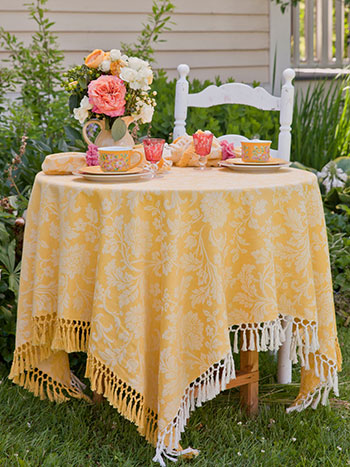 Lyric Jacquard Tablecloth