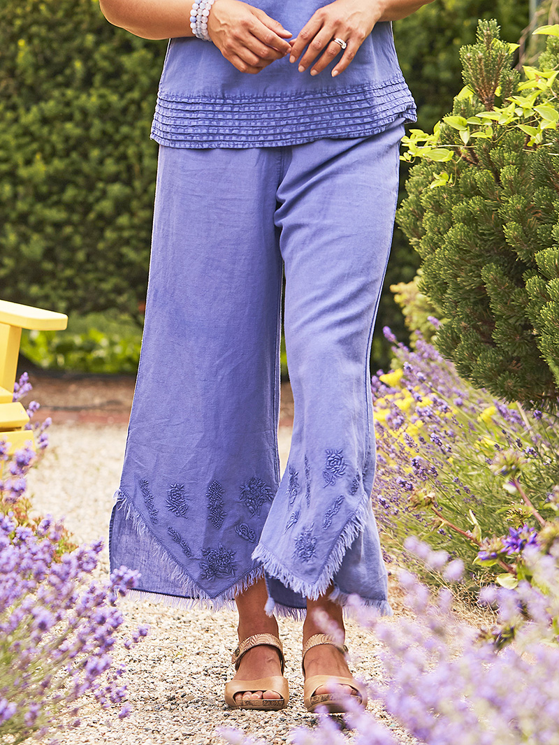 Woman wearing the Nantucket Sunwashed Linen Pant in Periwinkle.