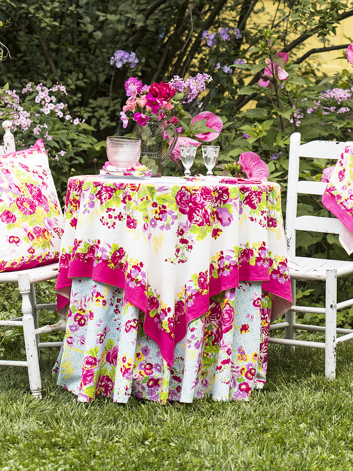 Marion Bright Table Setting