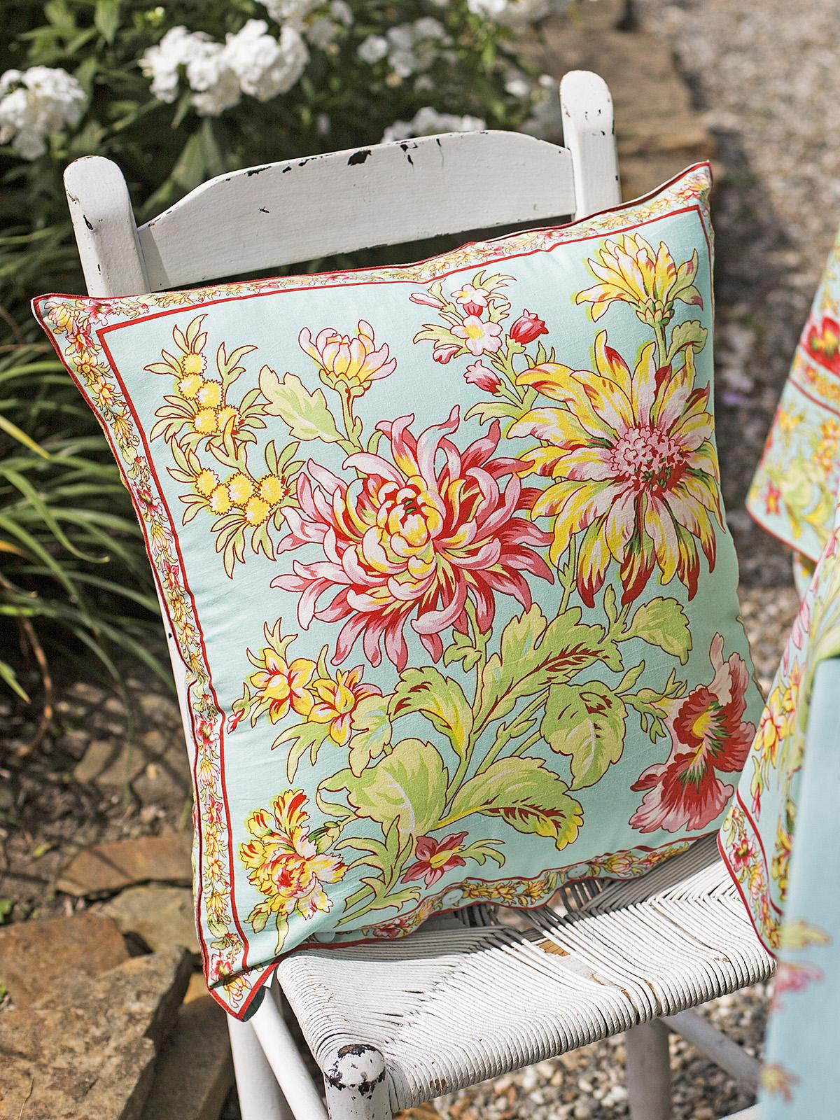 Dahlia Days Cushion Cover