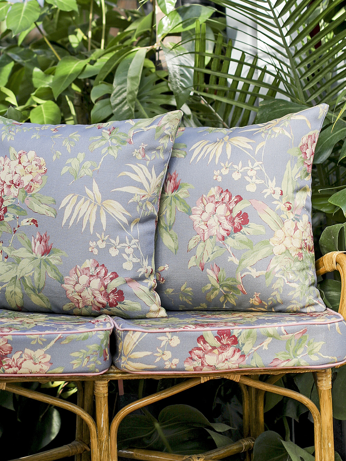 Hydrangea Dream Outdoor Cushion w/ Filler