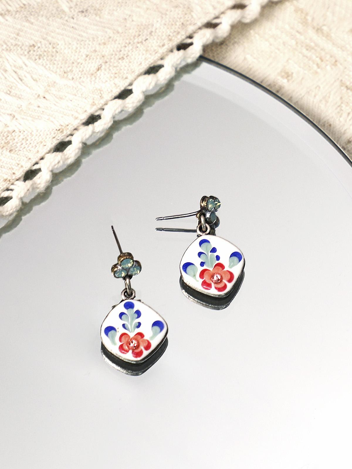 Rosebud Post Earrings