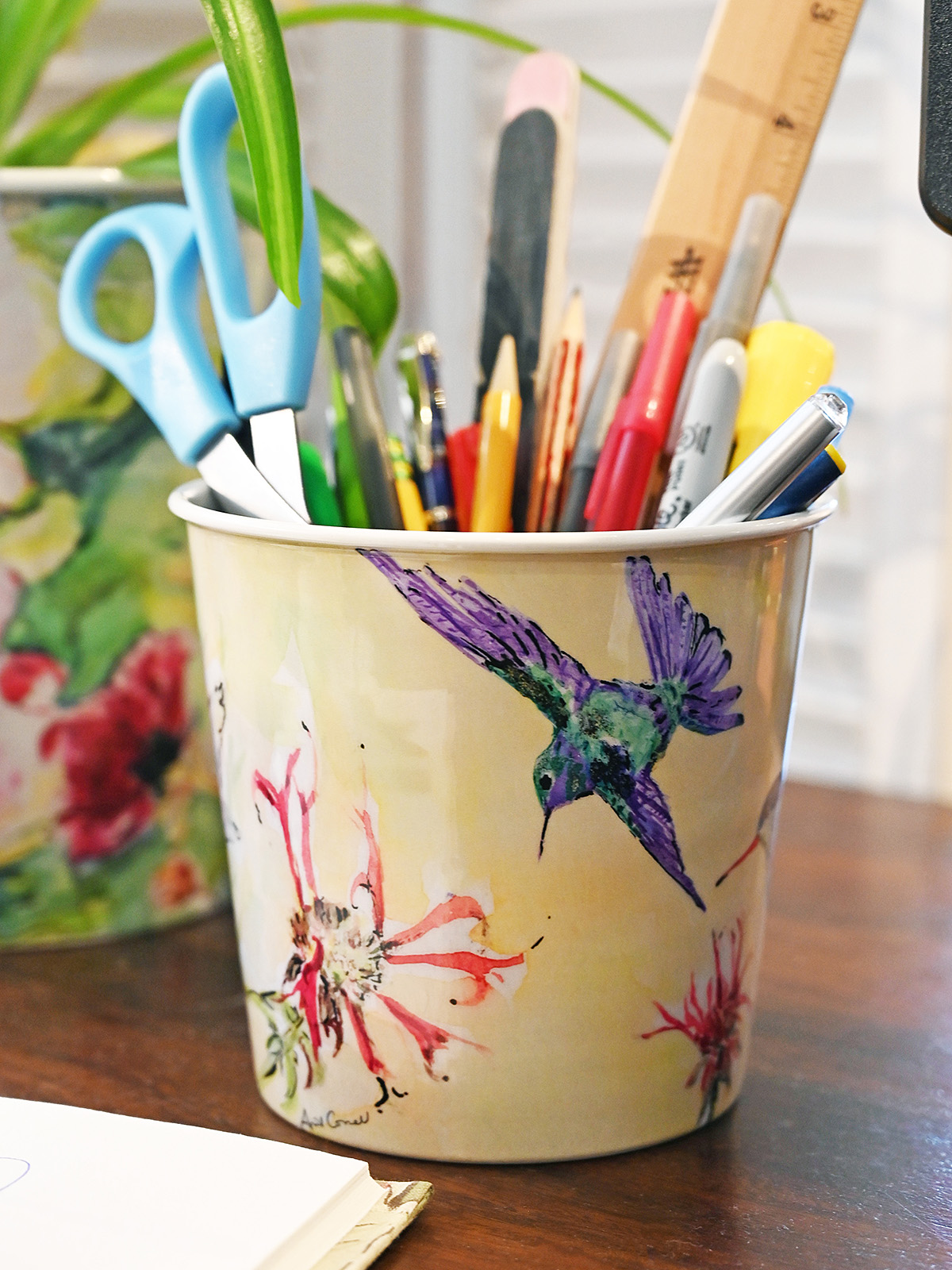 Hummingbird Berry Bucket