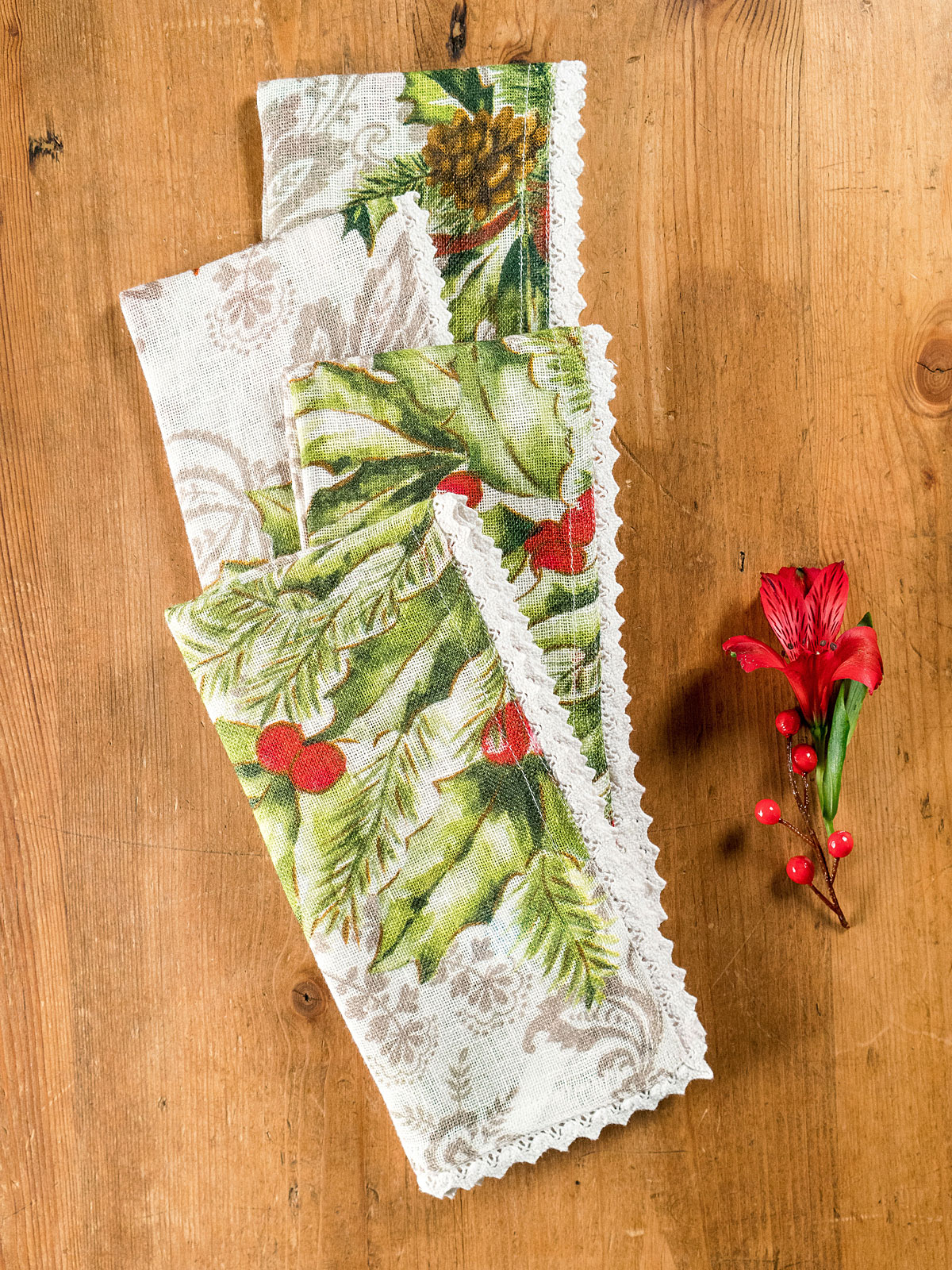 Deck the Holly Linen Napkin Set of 4