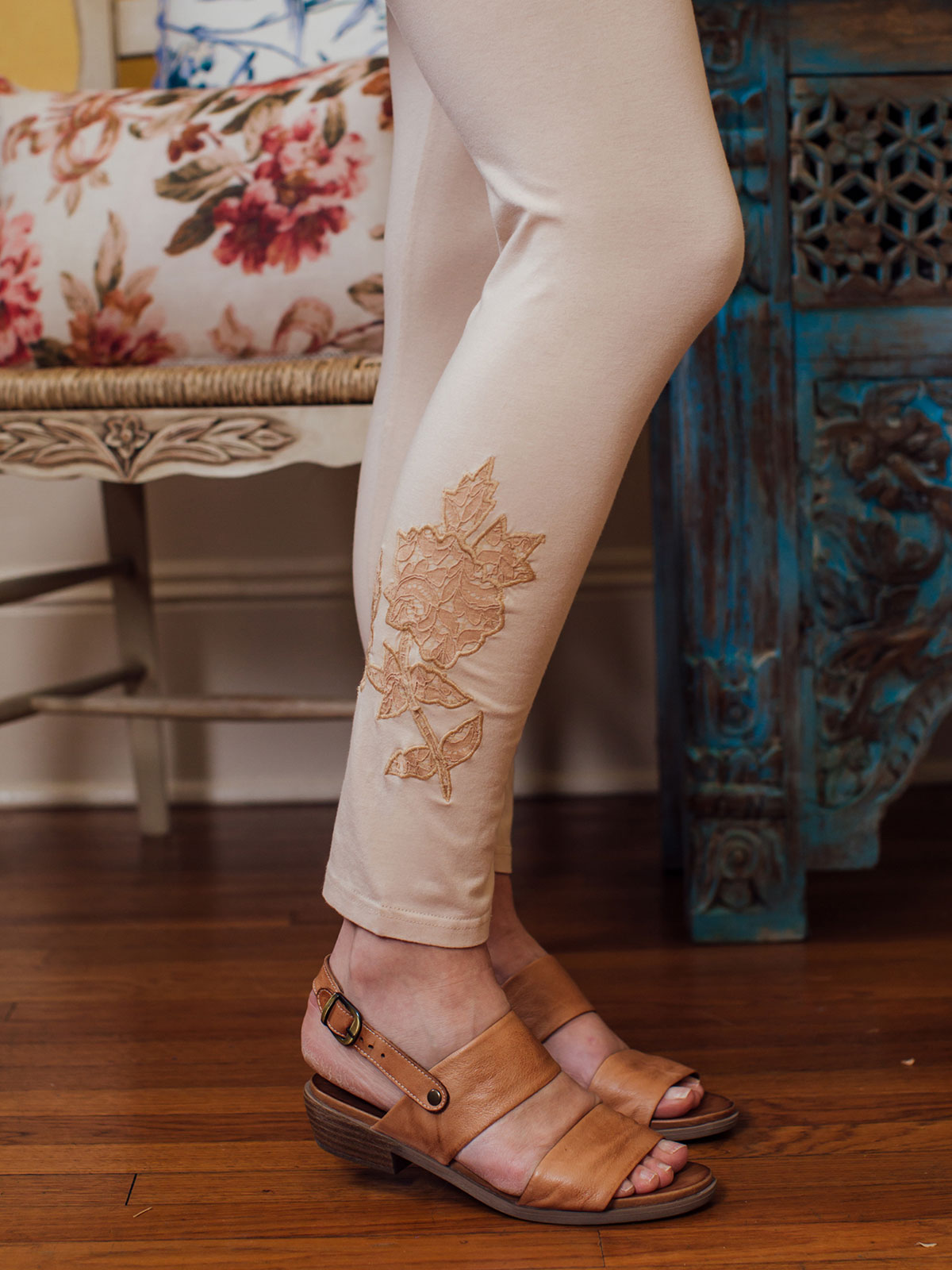 Tapestry Lace Legging