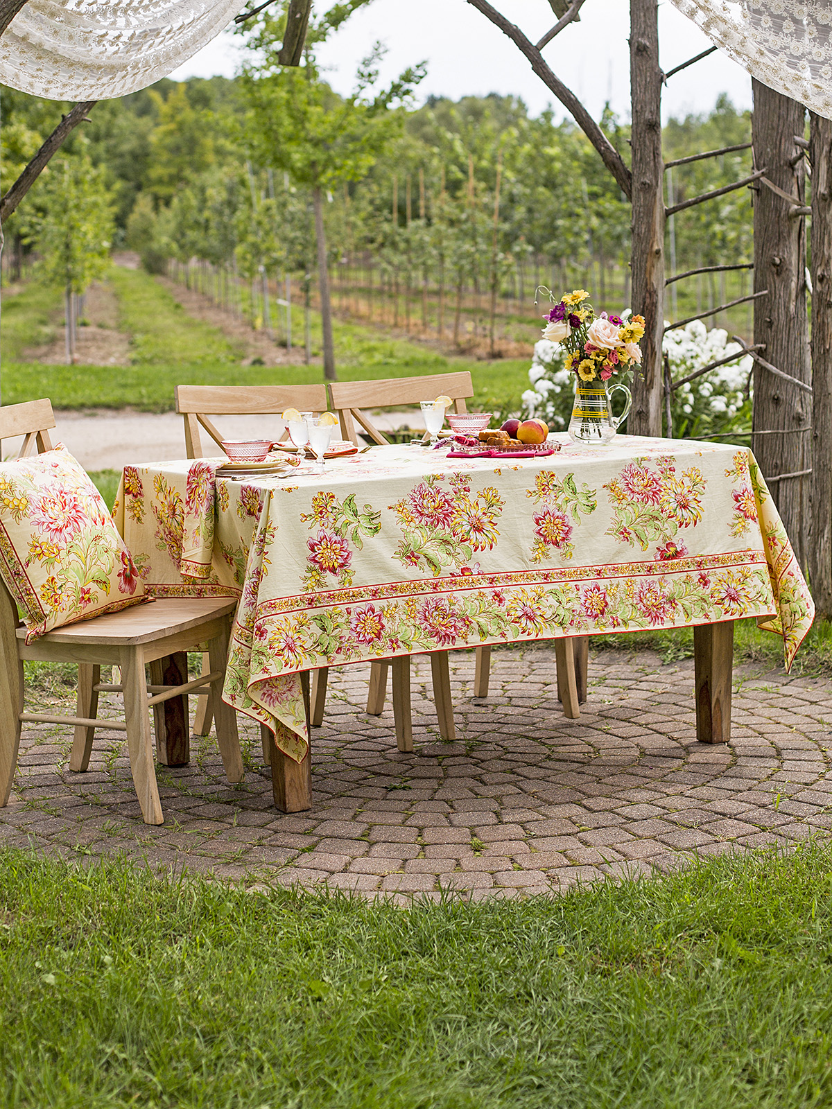 Dahlia Days Tablecloth