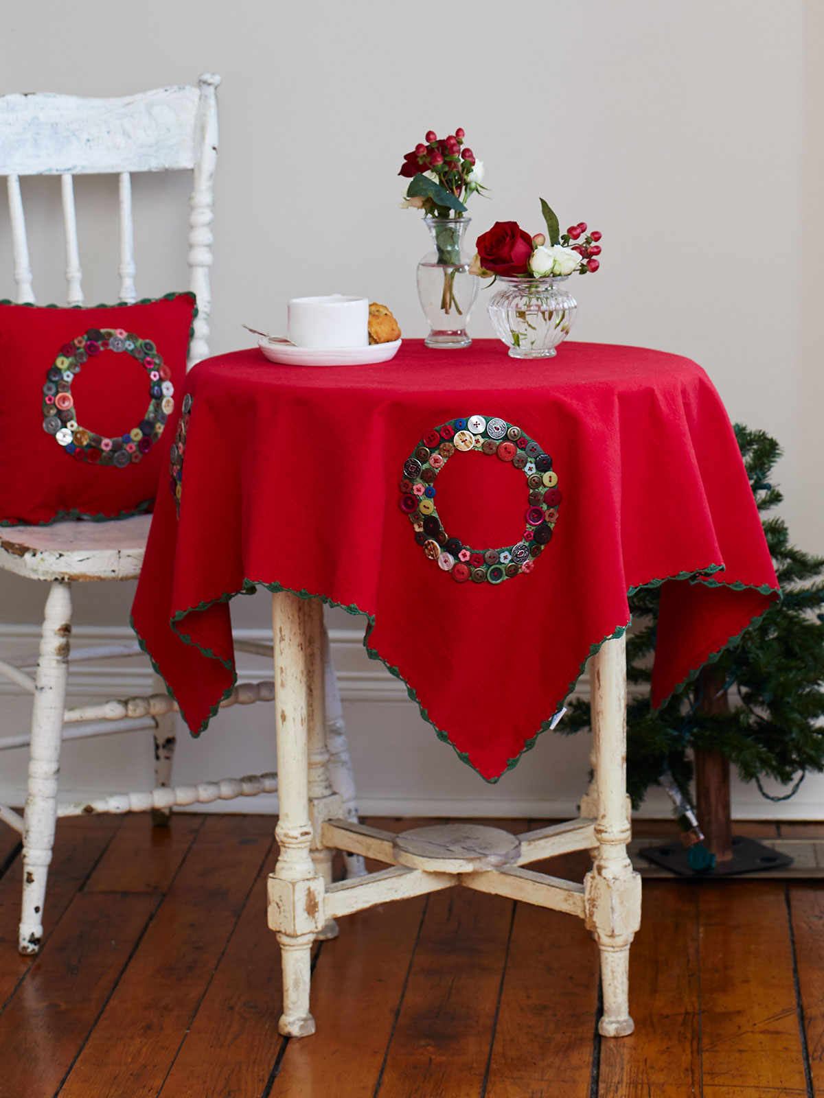 Wreath Embroidered Tablecloth