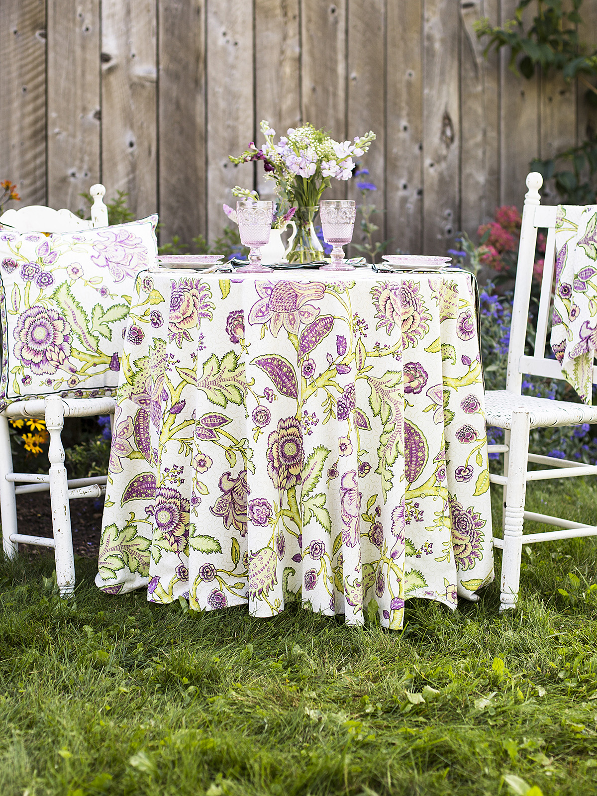 Jacobean Garden Round Cloth