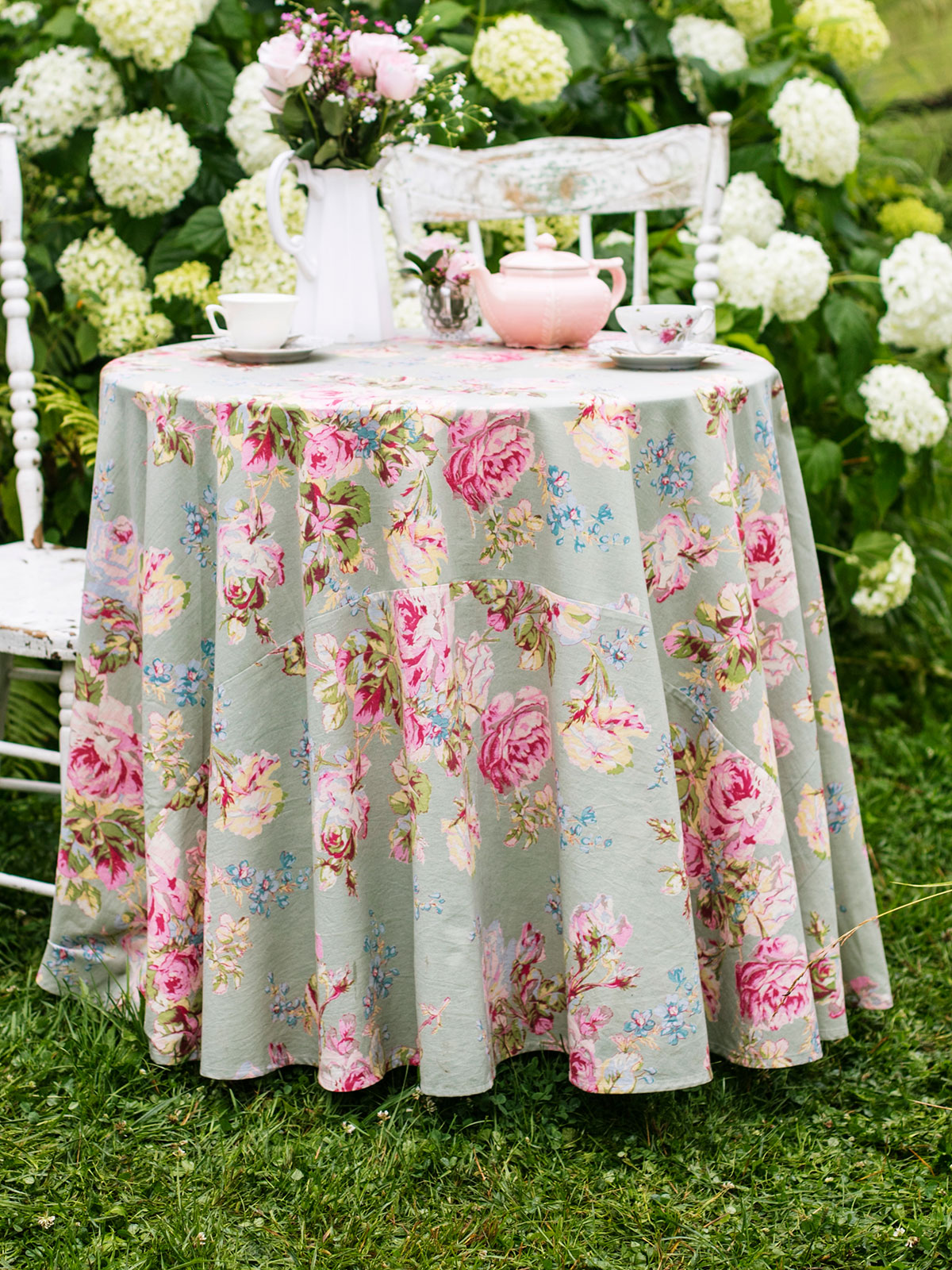 Victorian Rose Round Cloth