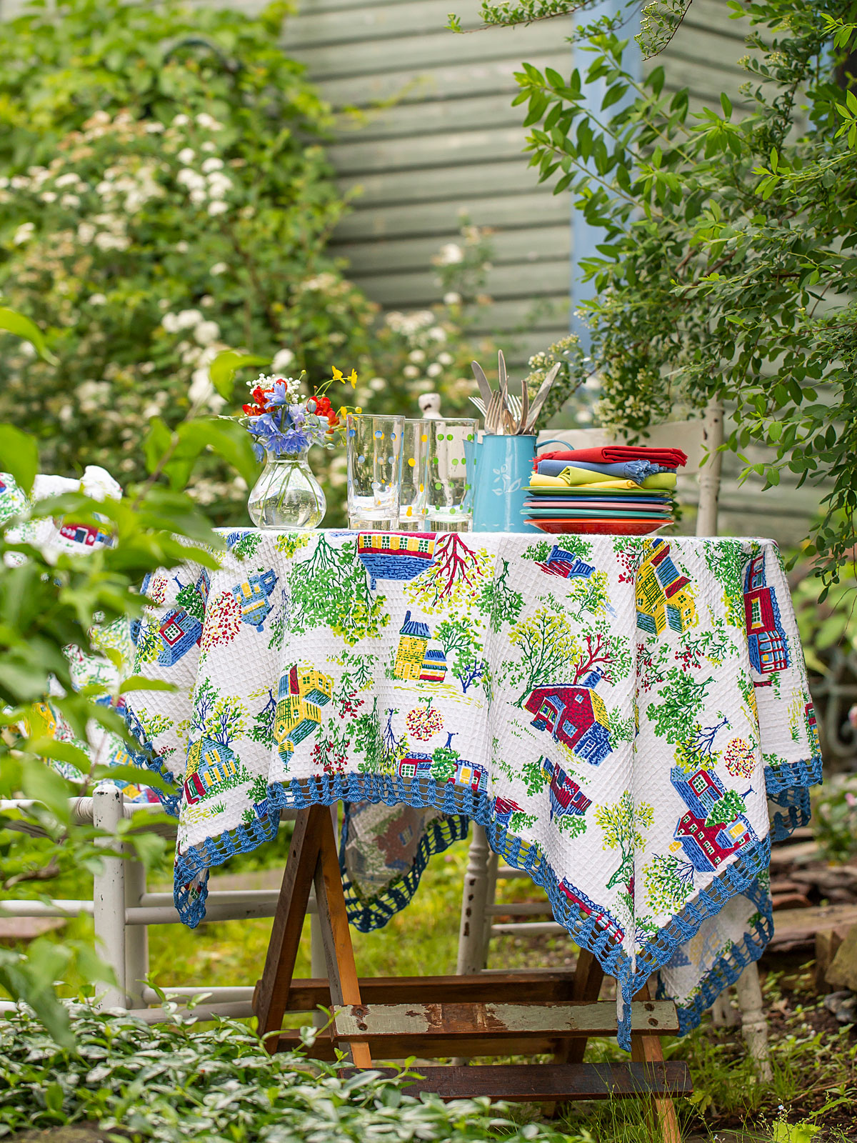 Vermont Village Honeycomb Tablecloth