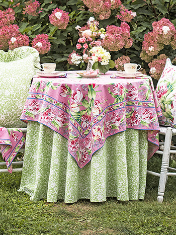 Tulip Dance Table Setting